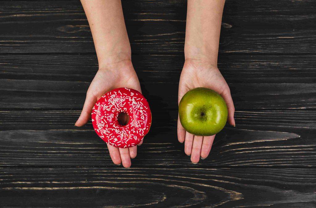 کم خوری در مقابل ورزش و رژیم غذایی